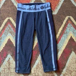 Lululemon navy blue crop yoga leggings 4
